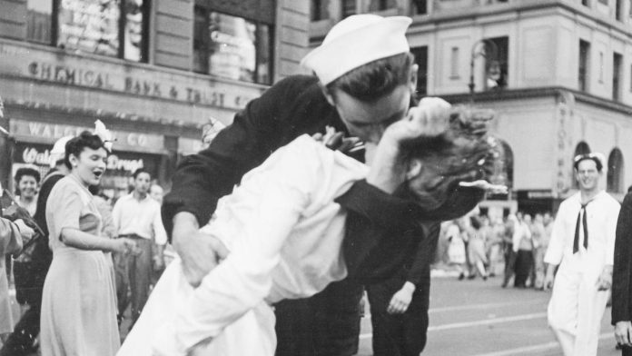Muere el marinero del famoso beso en Times Square