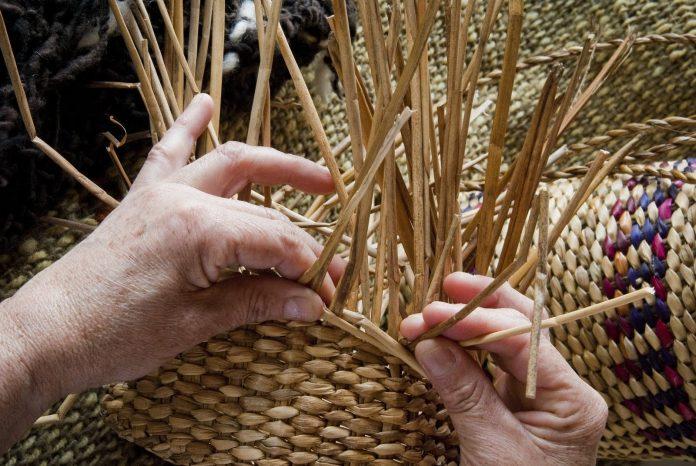 Manos hacedoras de saberes - Día del artesano