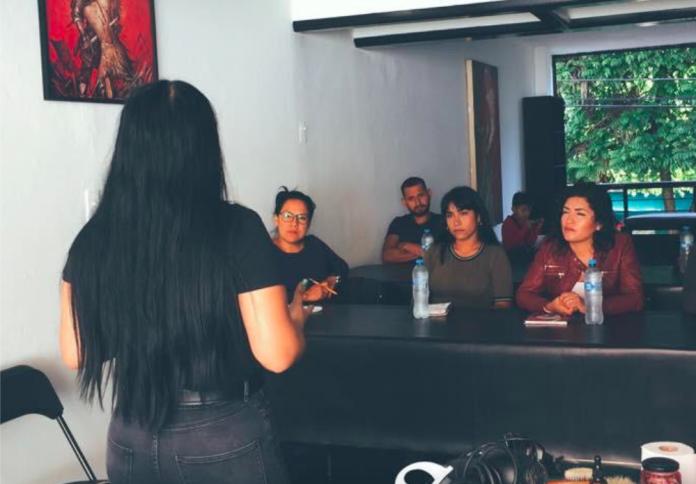 Minna Guillen imparte cursos de barbería en Santana 24