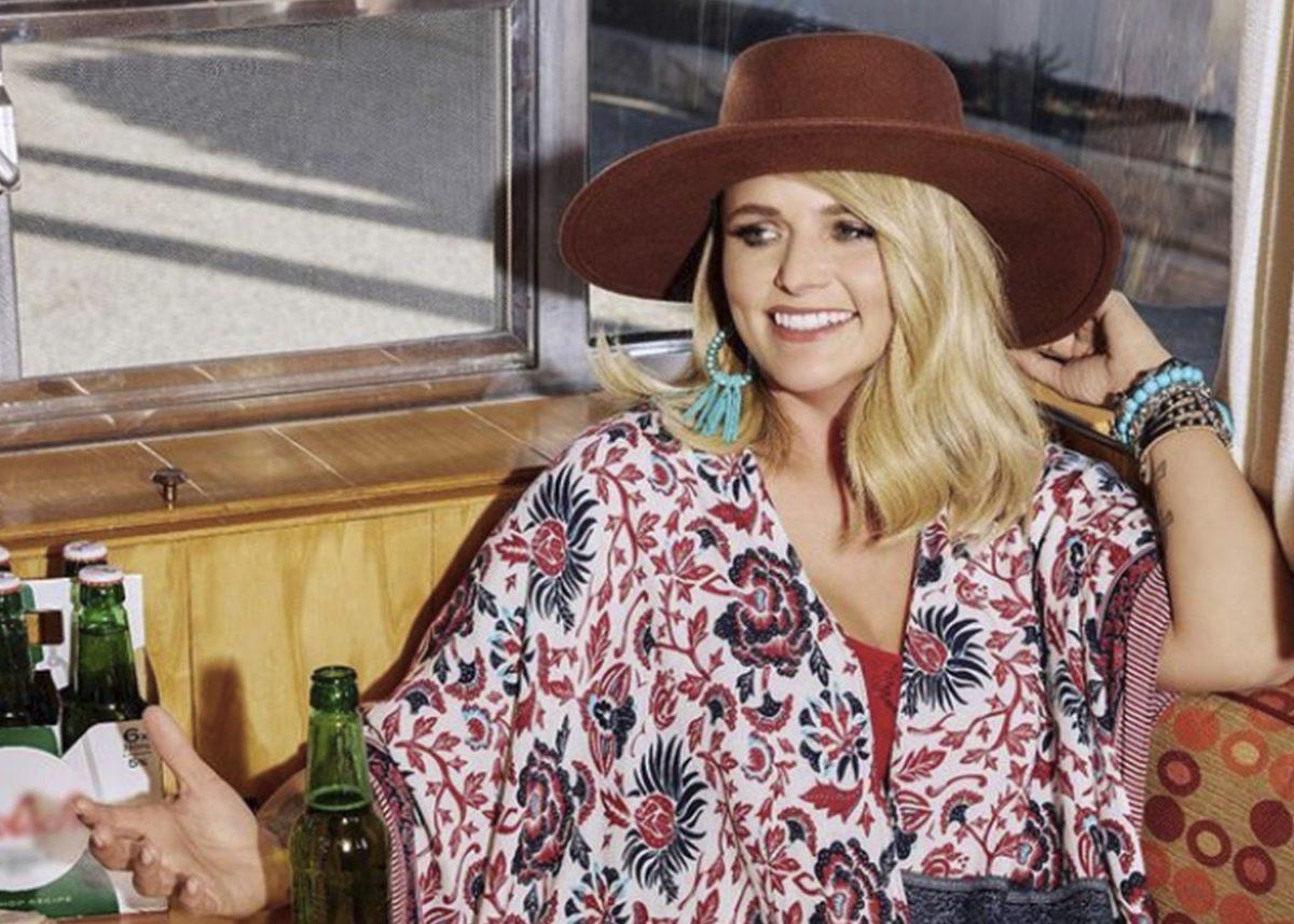 Miranda Lambert interpreta 'Tequila Does' en los CMT Music Awards 2021
